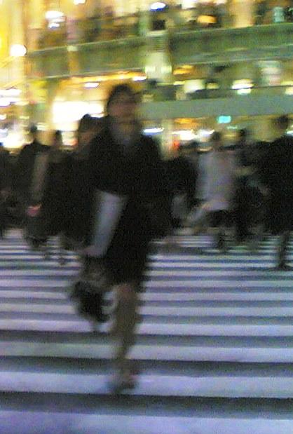 $person_crossing_road